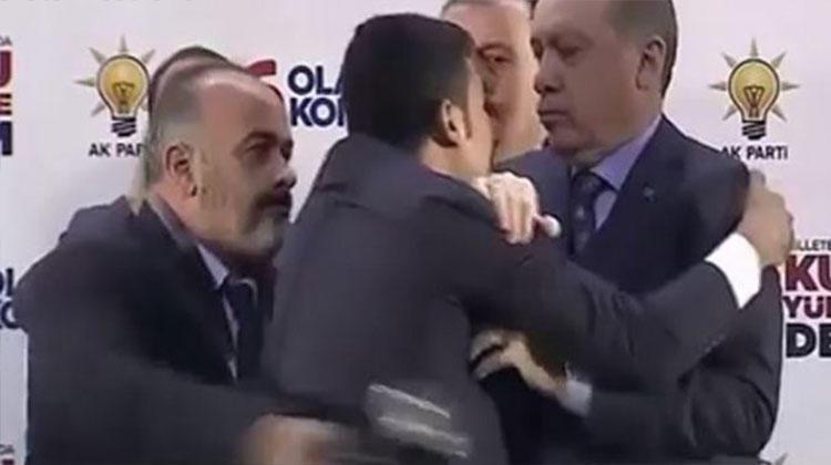 ВТурции мужчину арестовали запопытку обнять президента