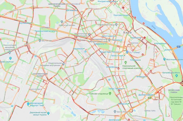 Владельцы автомобилей украинской столицы застряли ввосьмибалльных пробках