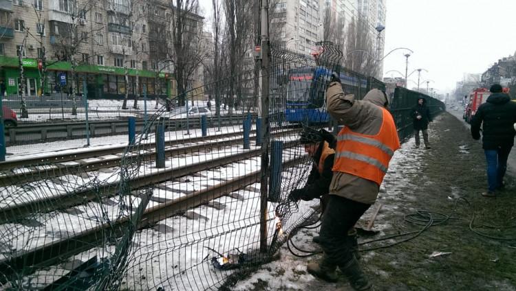 ДТП наБорщаговской: Машины вылетели натрамвайные пути, виновник-«евробляхер» убежал