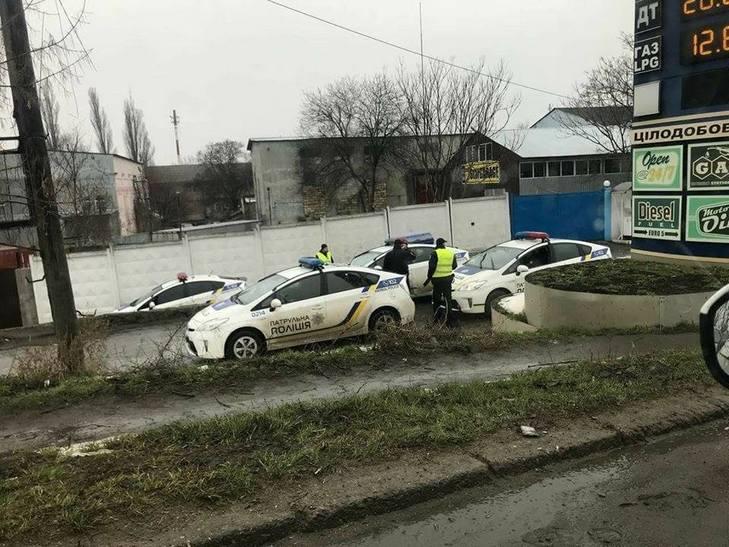ВОдесі поліцейський автомобіль впав змоста