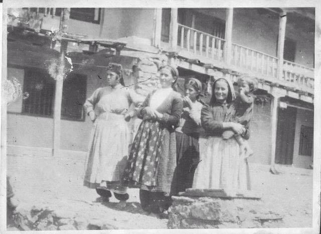 Фартухи були важливою частиною повсякденного одягу кримських татарок 6753b371cf899