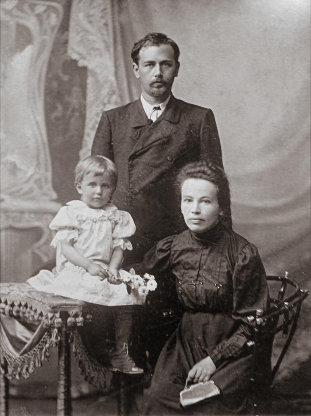 Микола Леонтович з родиною